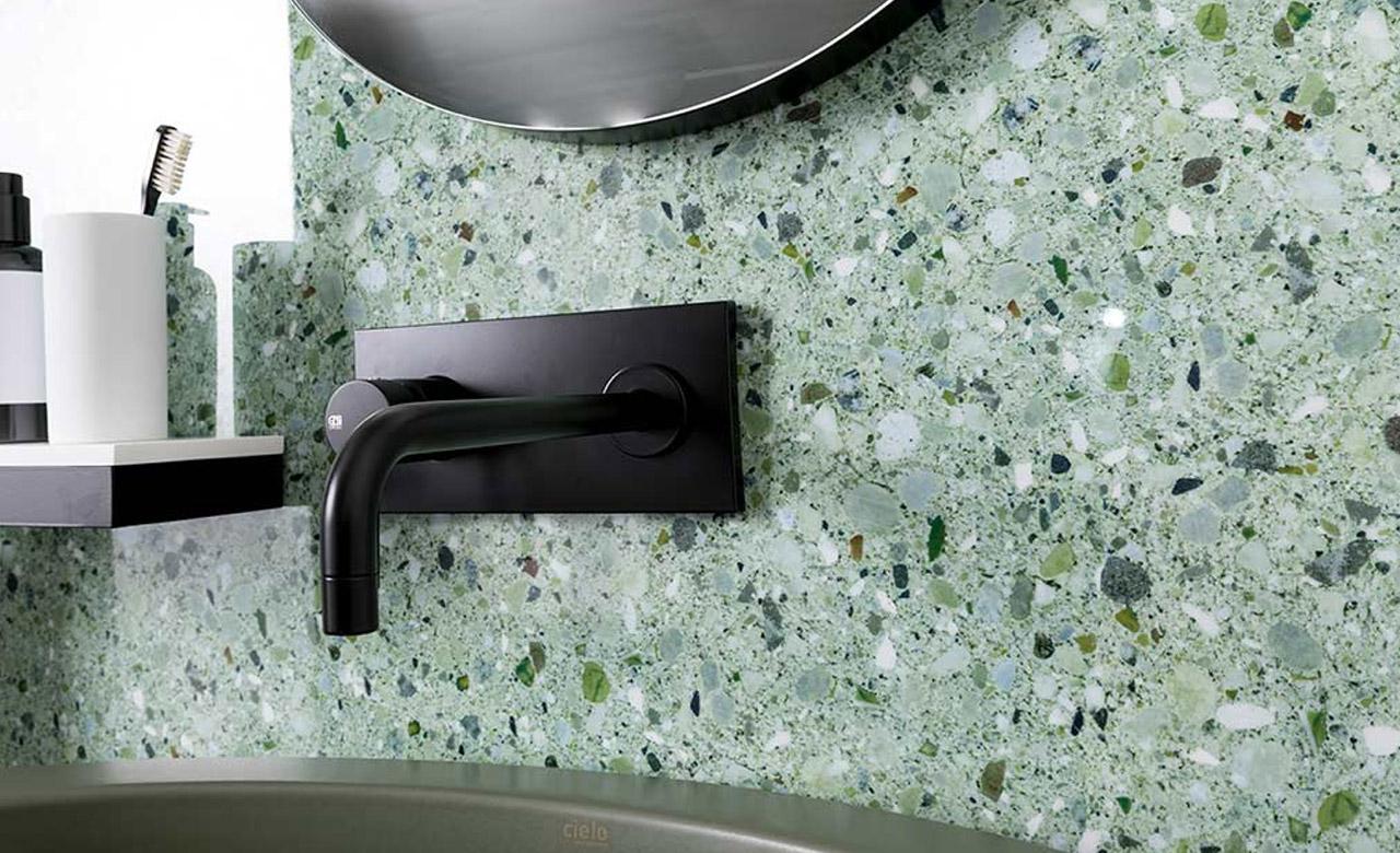 Coin lavabo avec mur en grès cérame