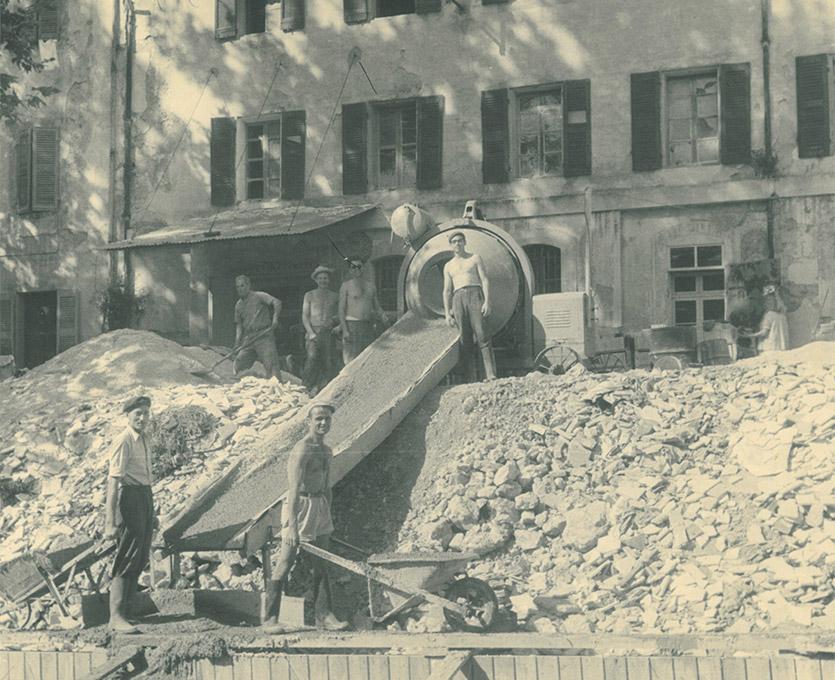 Photo d'il y a 70 ans - reconstruction d'un bâtiment