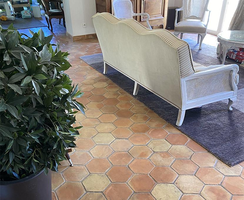 Salon avec sol en tomettes